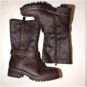Women's Size 7.5M Crown Vintage Olive Boots